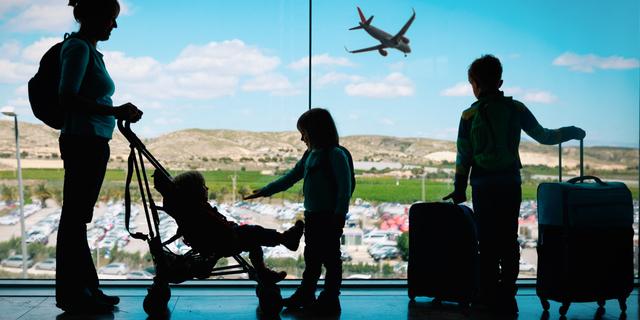 I 5 consigli per sopravvivere a un viaggio aereo con i bambini