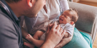Le 5 cose che devi sapere sui primi mesi del neonato (e come sopravvivere)