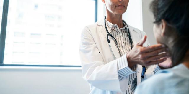 Ipertiroidismo in gravidanza: quali sono i sintomi e i rischi per madre e feto