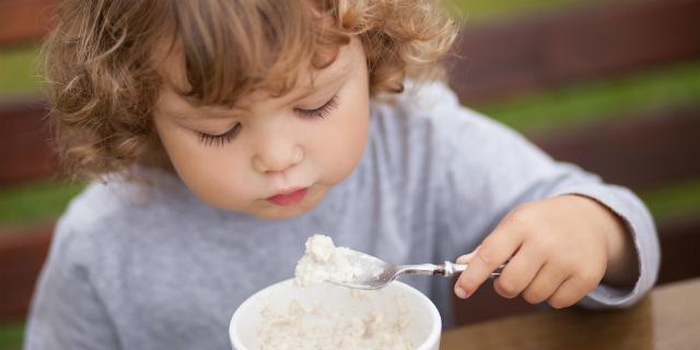 """Acetone nei bambini, quando il metabolismo è """"affamato"""": sintomi e rimedi"""