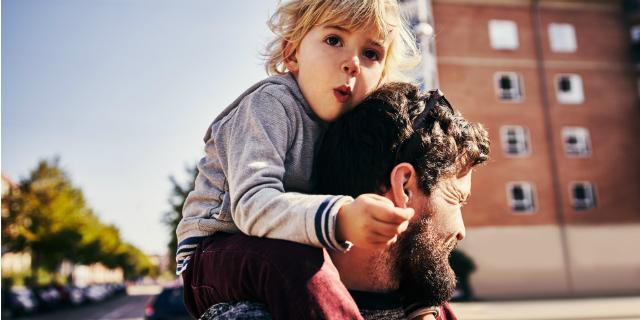 Genitori più vecchi hanno figli con minori disturbi comportamentali: lo studio