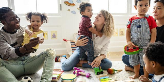 Playgroup: lo spazio in cui giocare con altri bambini (e con mamma e papà)