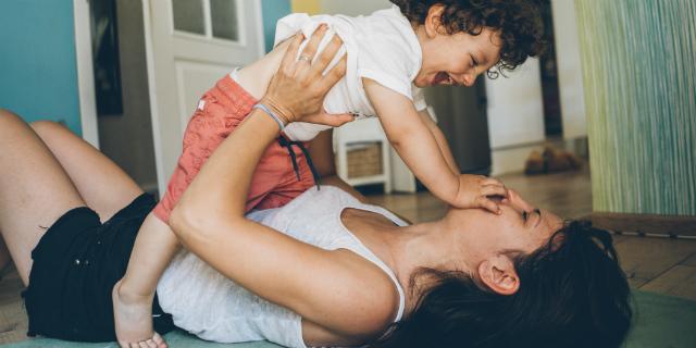 Gravidanza e allattamento riducono il rischio di menopausa precoce: lo studio