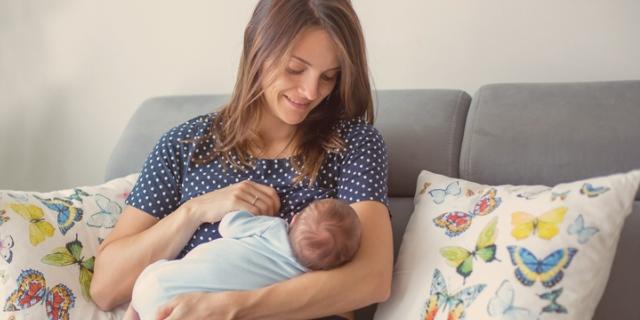 Come vestirsi quando si allatta? L'abbigliamento migliore per l'allattamento