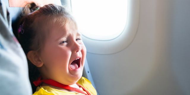 La compagnia aerea che dice dove sono seduti i bambini (per poterli evitare)