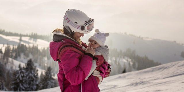 Neonati e altitudine: i 6 consigli della pediatra per portarli in alta quota