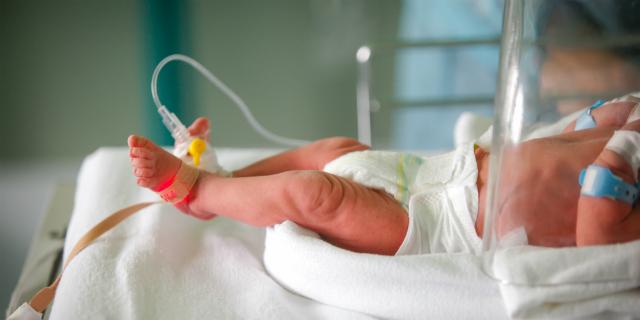 """Neonati prematuri, ogni anno in Italia nascono 32mila """"piccoli guerrieri"""""""
