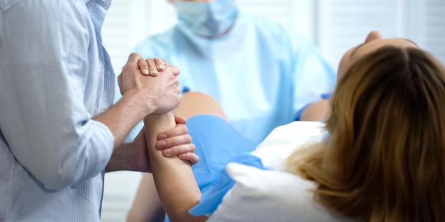 Posizione litotomica: è davvero la migliore per partorire?