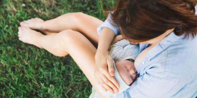 """5 motivi per cui allattare al seno è """"green"""""""