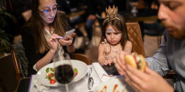 """A cena con i bambini: la """"guerra"""" dei ristoranti è servita"""