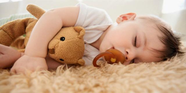 bambino che dorme oggetto transizionale