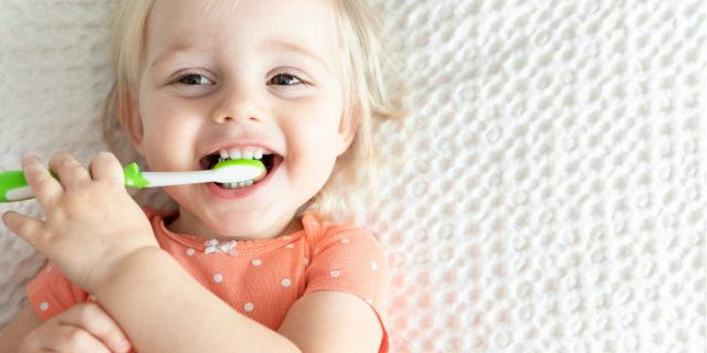 Lavare i denti ai bambini: i 6 consigli della dentista