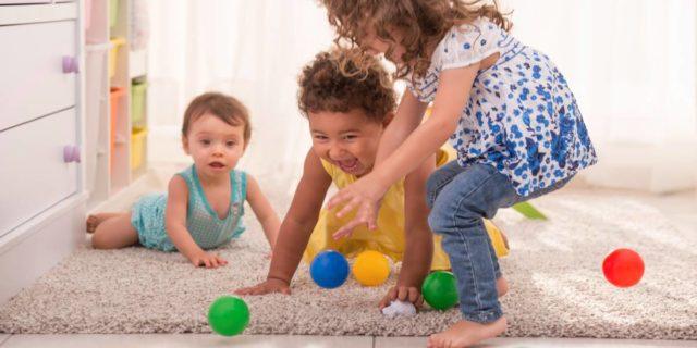 Bye bye noia: i 9 migliori accessori per fare sport in casa per i bambini