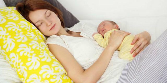 Come riuscire a dormire un po' (o meglio) anche se hai appena avuto un bambino