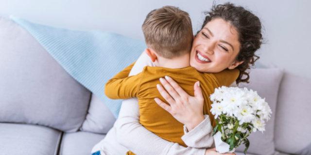 9 regali per la festa della mamma: per sorprenderla con amore