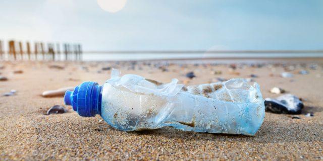 Stiamo annegando in mari di plastica. Ma cosa posso fare io per i miei figli?