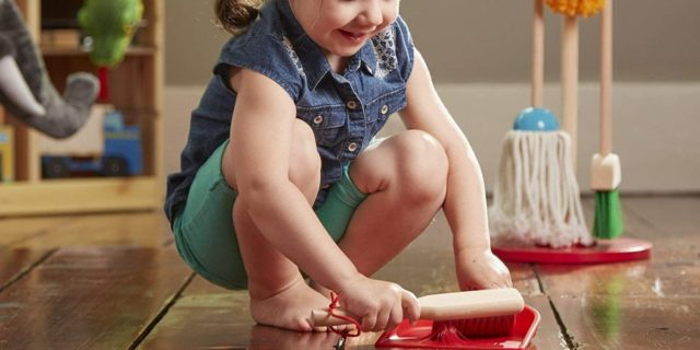 """Set """"facciamo finta"""": come i bambini imitano gli adulti e i giochi migliori"""
