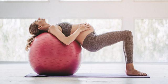 Attività fisica in gravidanza: gli esercizi con la FitBall