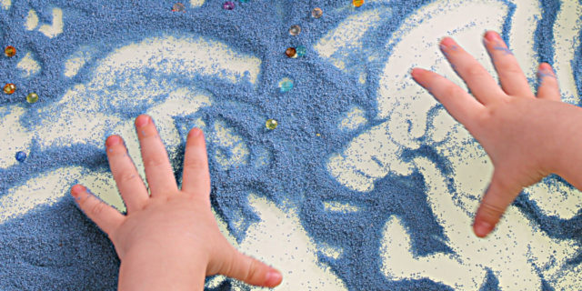 Sand play therapy: cos'è e quali sono i benefici per i bambini