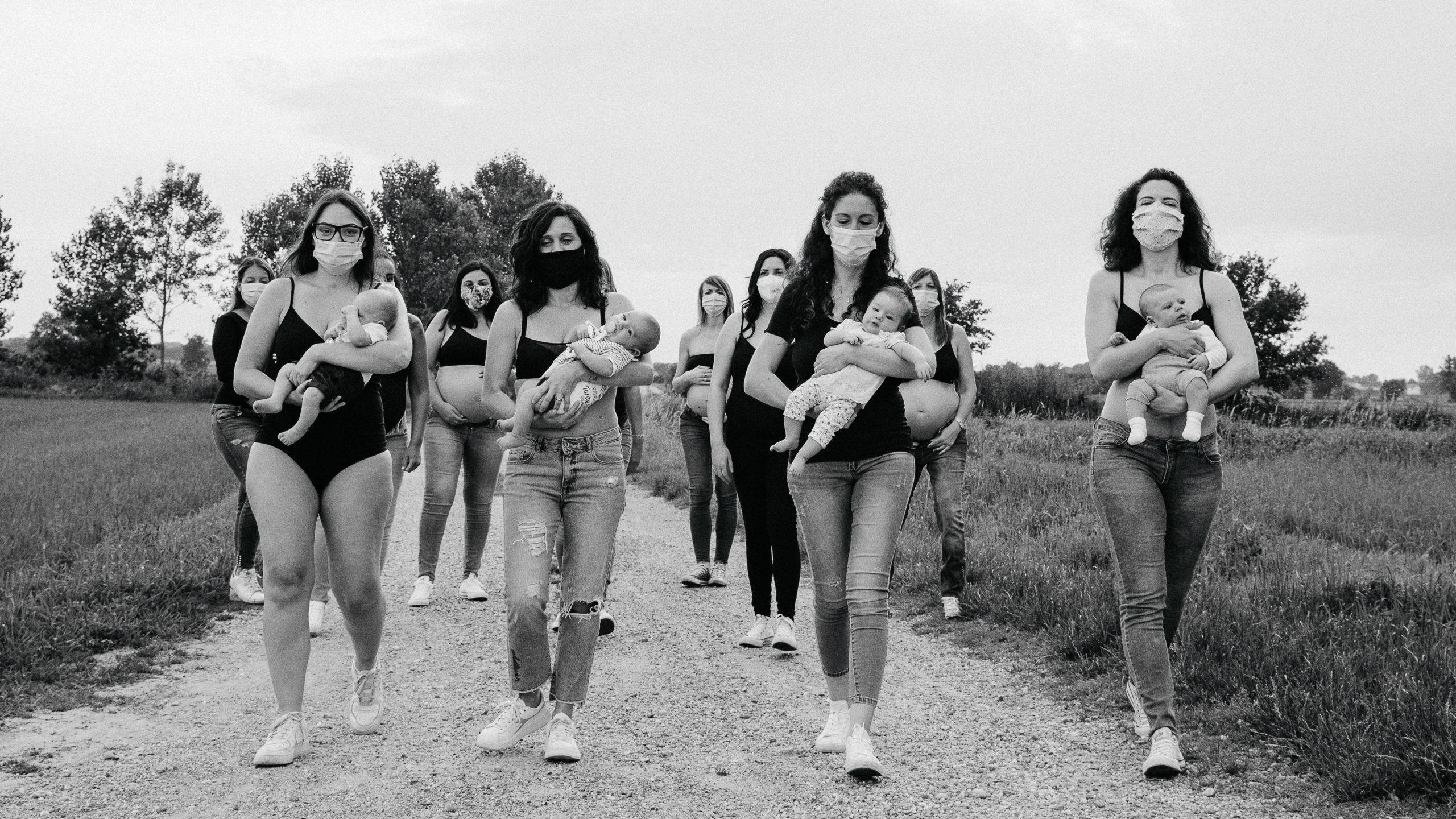 Diventare mamme al tempo del Covid-19: 13 donne unite tra paura e gioia