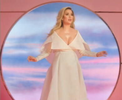 Mutandoni, tiralatte, pancia gonfia: Katy Perry e il post parto senza filtri