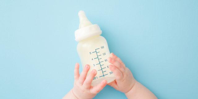 Cos'è il latte antireflusso e perché può rivelarsi utile