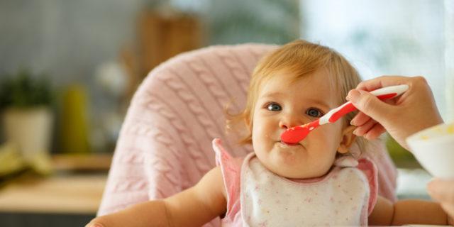 Come scegliere i bavaglini per neonato: tondi, a triangolo e anche ricamati