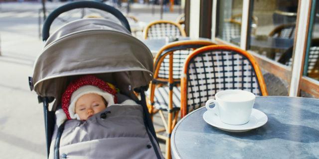 Uscire con i bebè quando fa freddo? Sì, ma con il sacco invernale per passeggino