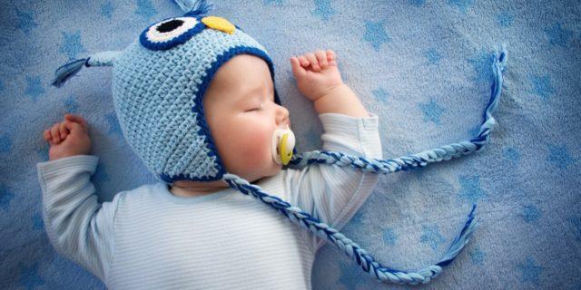 Cuffia per neonato per ogni occasione (dal battesimo a quella per l'ospedale)