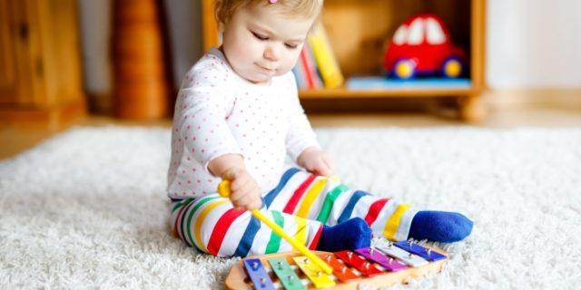 Dalle maracas all'ukulele, gli strumenti musicali più stimolanti per bambini