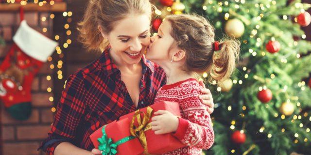 Regali di Natale per mamme: 12 idee per farle felici