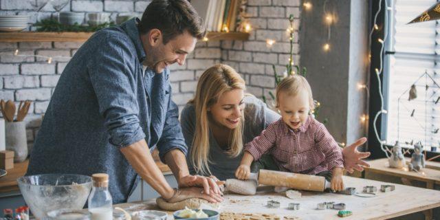 Vacanze di Natale con i bambini? I giochi creativi (insoliti) da fare a casa