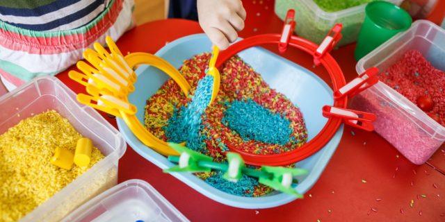 Giochi Montessori homemade, i più utili e divertenti per neonati e bambini
