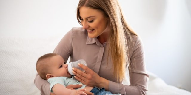"""Allattamento artificiale: """"Non sono una mamma da serie B perché non allatto"""""""