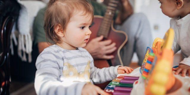 Suonare per crescere: come insegnare la musica ai bambini con il metodo Suzuki