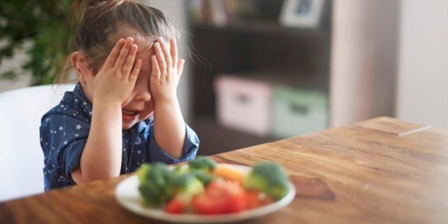 Chi sono i picky eaters? Come comportarsi con i bambini inappetenti o selettivi