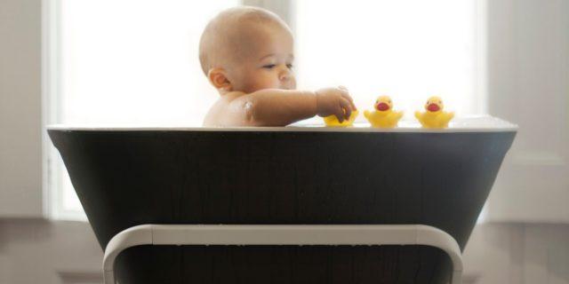 Divertimento sì ma in sicurezza: i giochi per il bagnetto del bebè