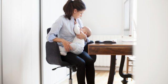 Tutto su allattamento e lavoro: permessi, problematiche e consigli