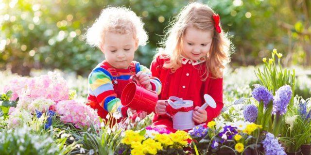 Fuori si impara, le attività outdoor education (da 0 a 3 anni) che fanno bene