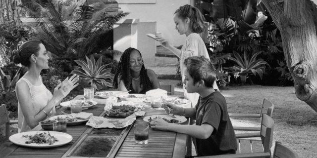 """Angelina Jolie e il suo essere madre in Pandemia: """"Non sono una mamma casalinga"""""""