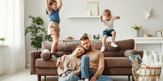 Burnout genitoriale, come stress e stanchezza provocano distacco emotivo dai figli