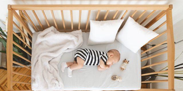 Sonni sereni, le caratteristiche che devono avere i materassi per neonati