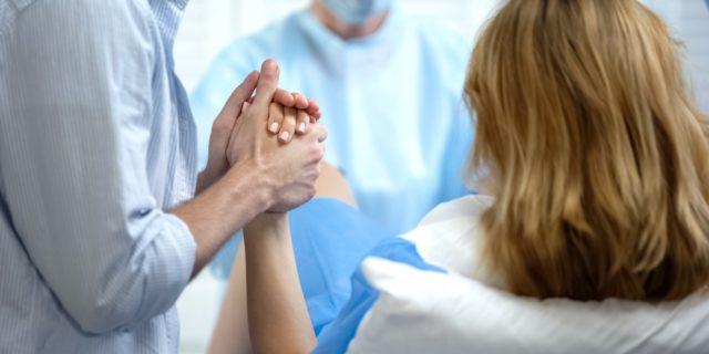 Emorragia post partum, la (grave) complicanza spiegata dall'ostetrica