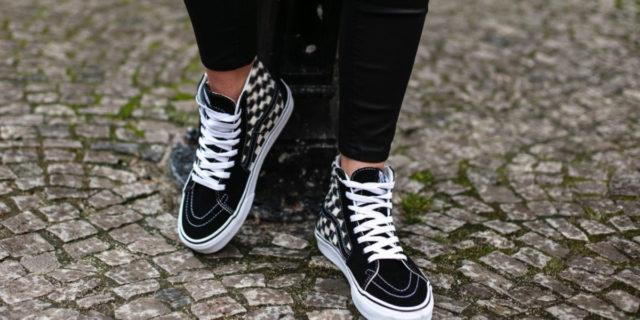 Sneakers in gravidanza: una soluzione per tutti gli outfit