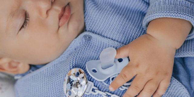 Il motivo (importante!) per cui i neonati succhiano non solo per mangiare o fame