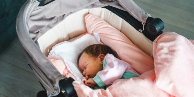 Navicella neonato, per dormire in sicurezza (a casa, in auto e al parco)