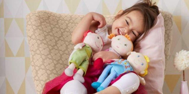 I benefici del gioco con le bambole di stoffa (morbide, pedagogiche e stimolanti)