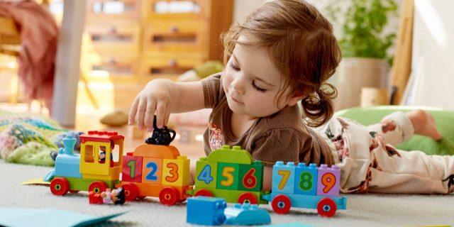 Piacciono ai bebè e aiutano lo sviluppo, le costruzioni per bambini di 2-3 anni