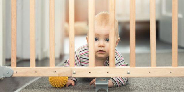 Crescere in sicurezza con i cancelletti per bambini, quando sono (davvero) necessari