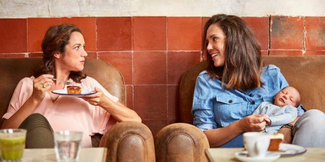 Come cambiano, evolvono (e finiscono) le amicizie dopo la nascita di un figlio